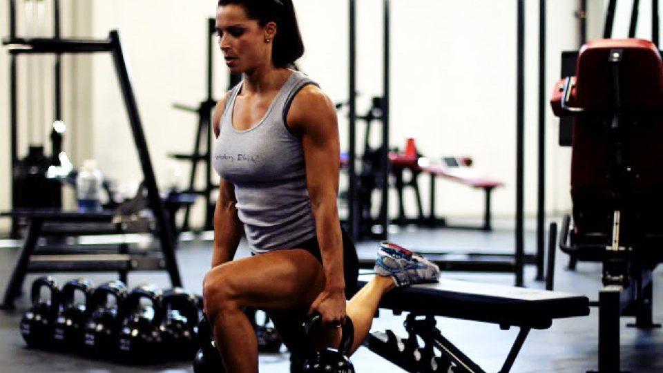 woman doing a split squat