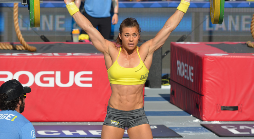 Julie Foucher working out